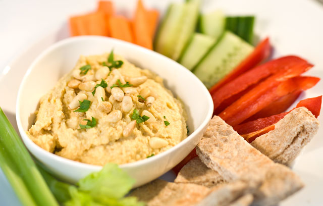 A completely unnecessary but lovely image of a bowl of houmous.